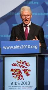 Bill Clinton, Gates: Fight AIDS more efficiently (AP)