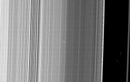Cassini sees Saturn rings oscillate like mini-galaxy