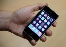 Challengers gain in important phone software fight (AP)