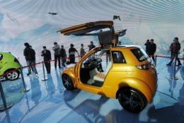 China may limit overseas firms to a minority stake in manufacturers of eco-friendly cars, the WSJ reported