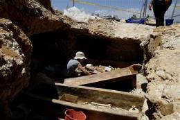 Cyprus: crews stumble on 2-millennia-old coffins (AP)