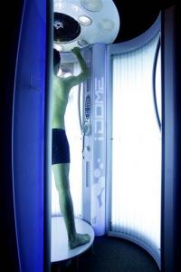 FDA panel mulls tanning bed ban for teens under 18 (AP)