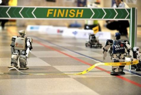 Five bipedal machines began the non-stop 42.2-kilometre contest on a 100-metre indoor track in Osaka