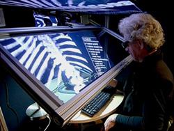 Heads-Up Virtual Reality (HUVR) Bridges Visual,Jembatan Visual dengan Perabaan, dalam 3D dan Murah