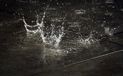 the first rain drop When it rains, how long does it take for the first rain drop to hit the ground from the clounds.