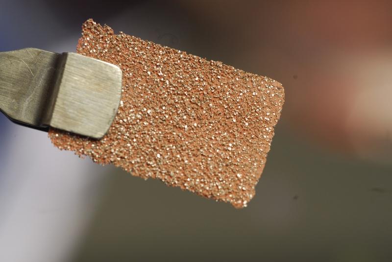Композитный материал из микроалмазов для эффективного отведения тепла.