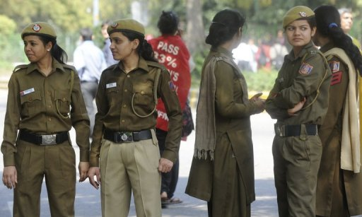 how to call police from mobile in india