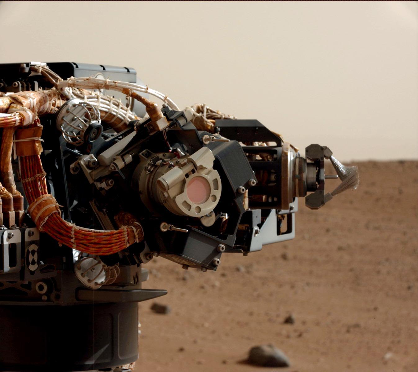 Mars rover Curiosity begins arm-work phase
