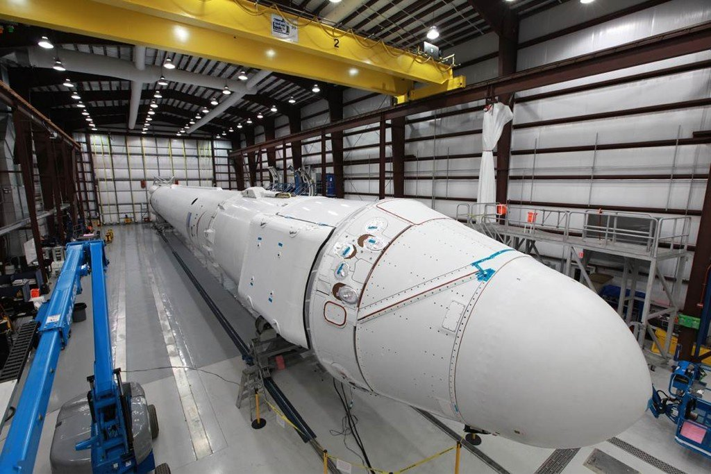 spacex dragon rocket in hanger - photo #2