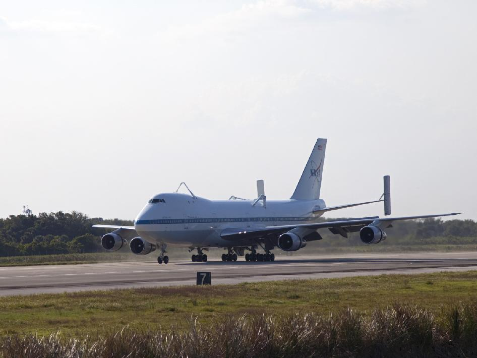 Space Image: Shuttle carrier aircraft arrives at Kennedy