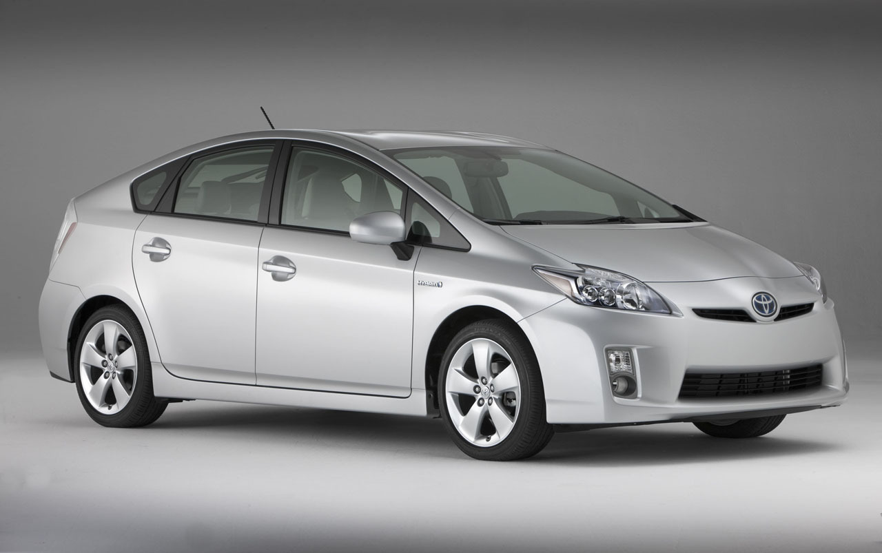 Toyota Recalls 1 9m Prius Cars For Software Glitch