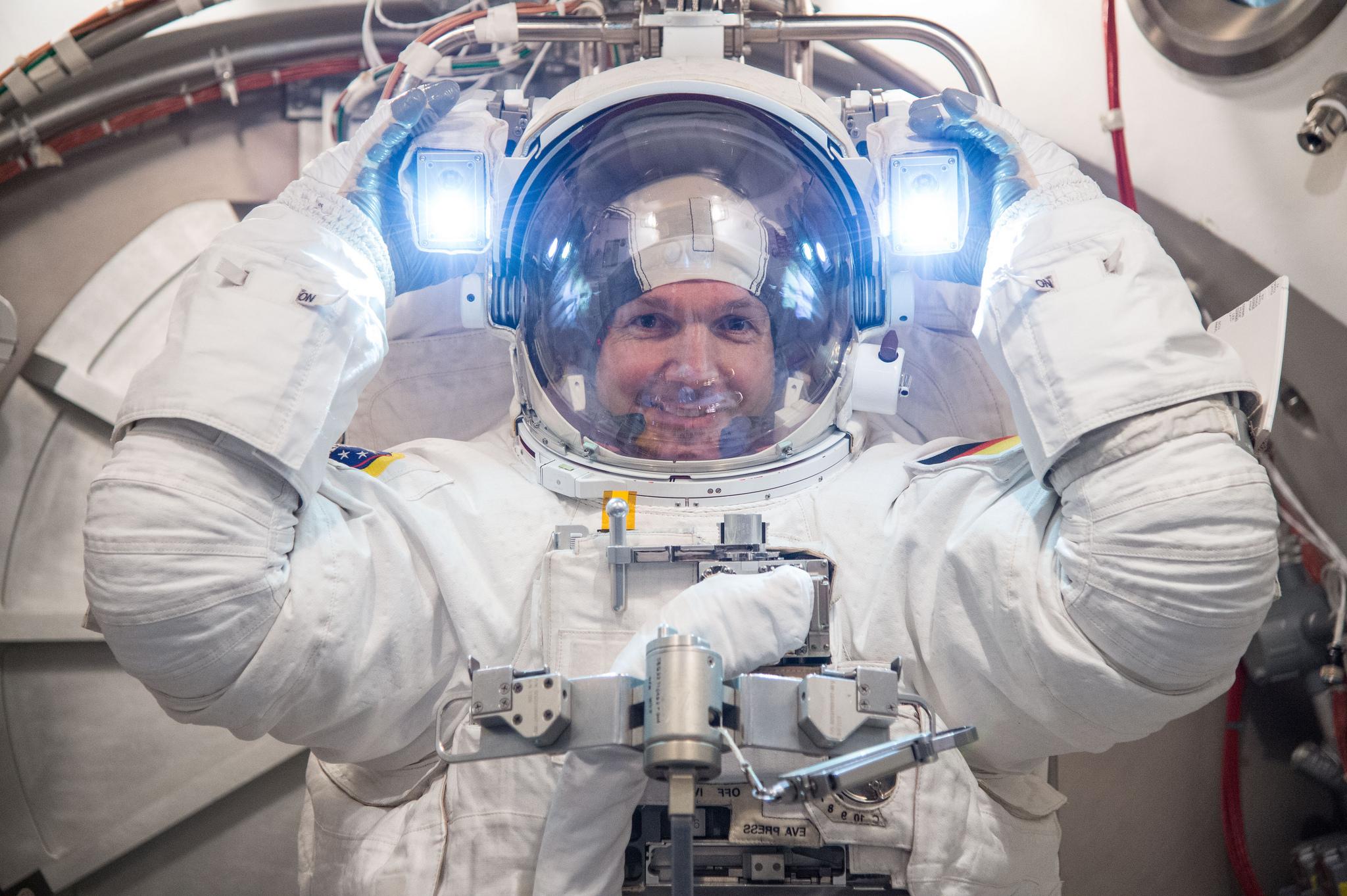 Image: Alexander Gerst spacesuit check at NASA