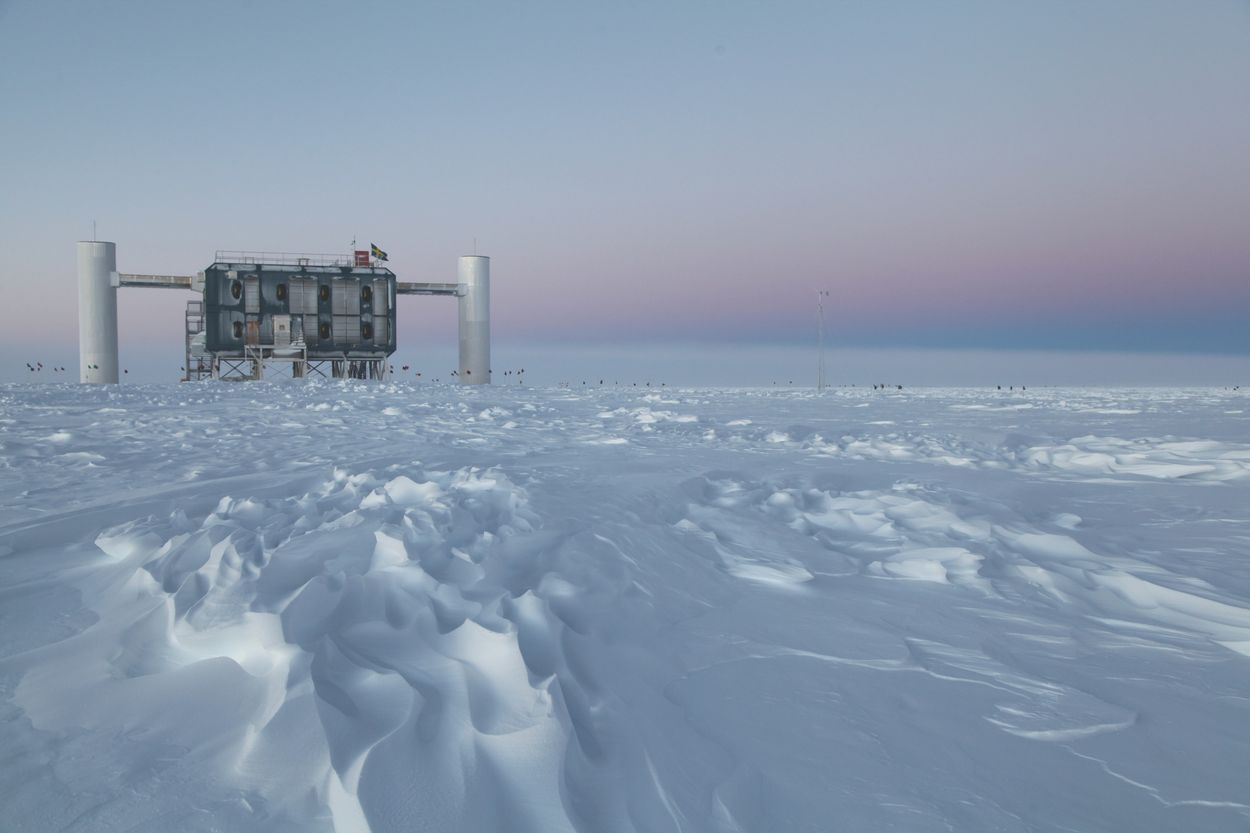 World's largest particle detector IceCube detects first ...