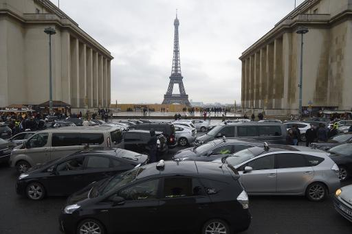 anti uber taxi strike causes minimal disruption in paris. Black Bedroom Furniture Sets. Home Design Ideas