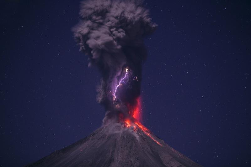 volcano lightning pyrotechnics ash - photo #21