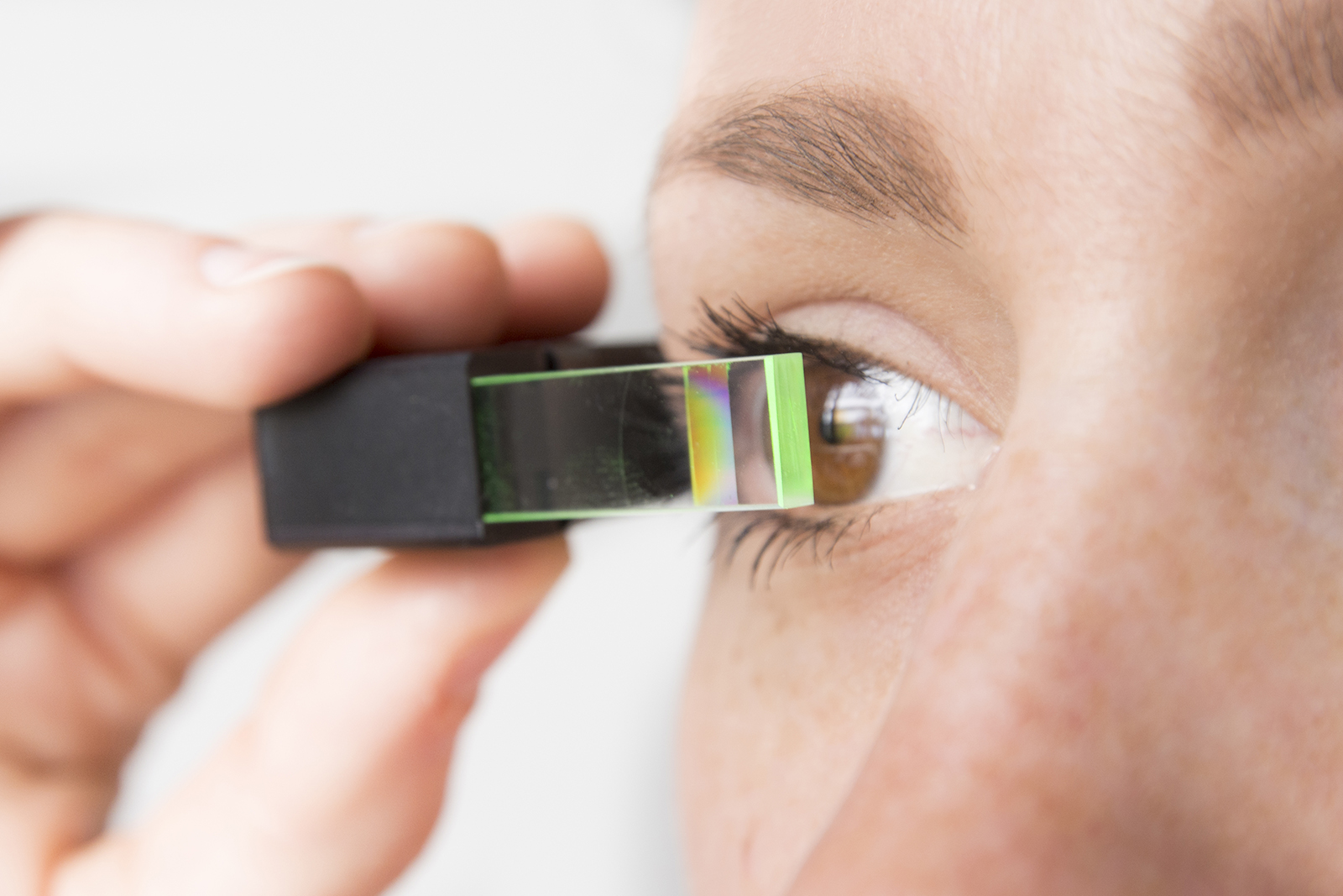 Small and discreet data glasses for everyday use