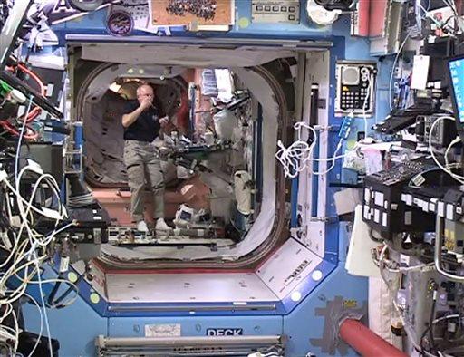 astronaut space habitat - photo #1