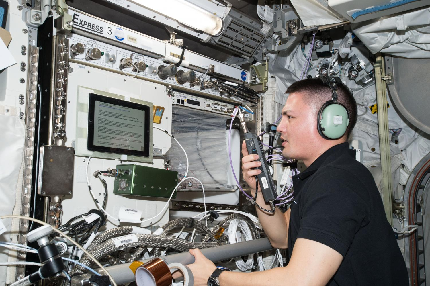astronaut singing space station-#40