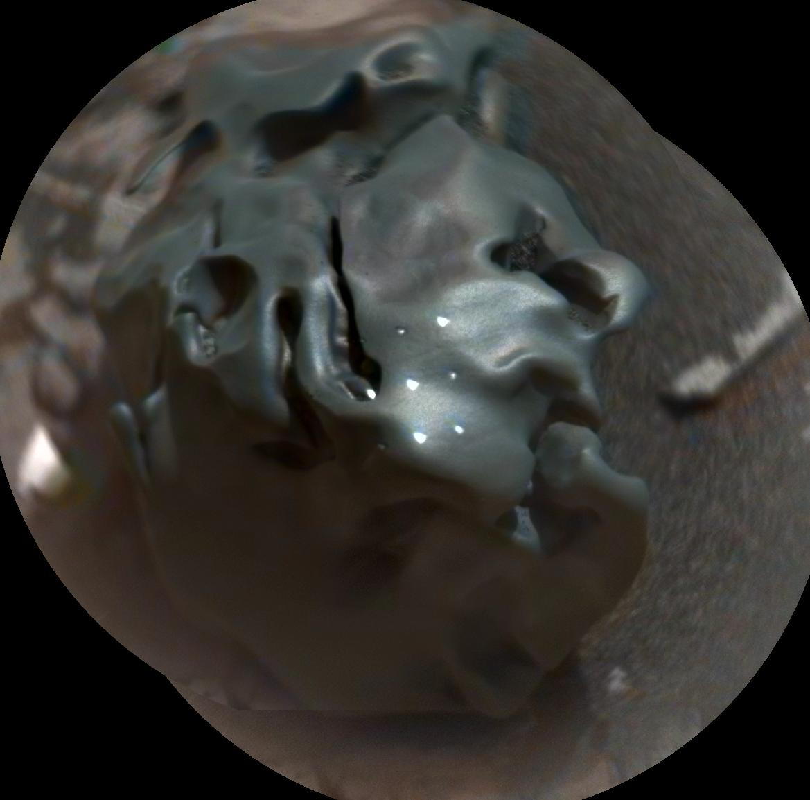 Curiosity Mars rover checks odd-looking iron meteorite