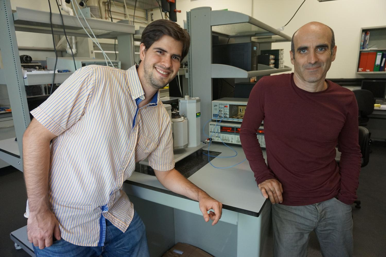 Researchers show that bending semiconductors generates electricity