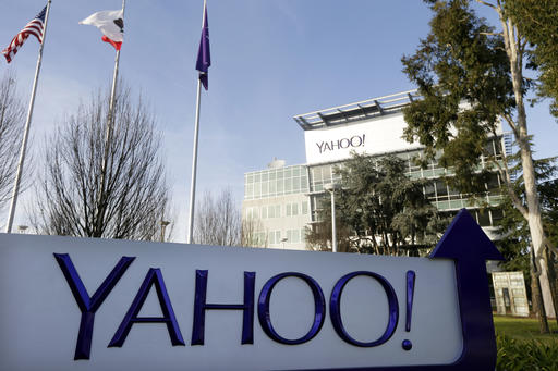 Senator asks SEC to probe Yahoo after massive hack