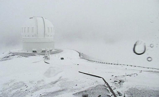 Snow blankets Hawaii summits amid winter storm warning