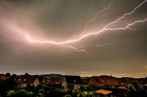 France strikes with longest-lasting lightning bolt
