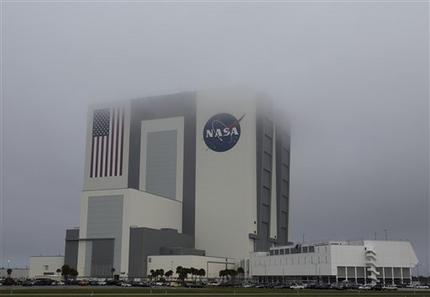 NASA Vehicle Assembly Building Rain Cloud - Pics about space