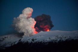 Iceland's Eyjafjoell volcano continues spewing ash and steam early on May 2