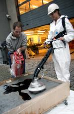Using bark to vacuum oil spills
