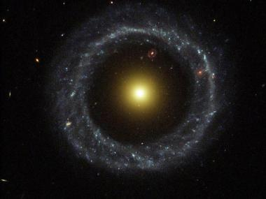 Image: A strange ring galaxy
