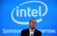 Intel CEO Paul Otellini pauses as he speaks to reporters in 2009