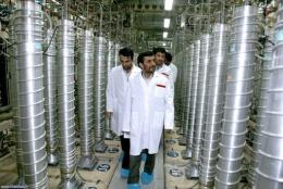 Iranian President Mahmoud Ahmadinejad visiting the Natanz uranium enrichment facilities
