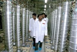 Iranian President Mahmoud Ahmadinejad visiting the Natanz uranium enrichment facilities
