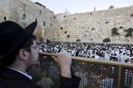 Jewish pilgrims pray at the Wailing Wall