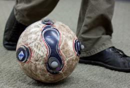 Left or right? Early clues to soccer penalty kicks revealed