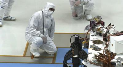 Mars Curiosity Takes First Baby Steps