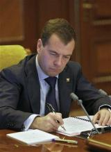 Medvedev to tour Silicon Valley, seek investors (AP)