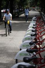 Mexico City offers bikes in its clean air campaign (AP)