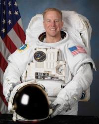 NASA pulls injured shuttle astronaut off flight (AP)