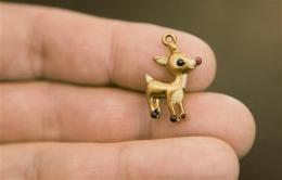 NY senator calls for cadmium ban in kids' jewelry (AP)