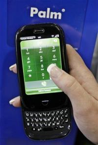 Palm's sales slump as its new phones struggle (AP)