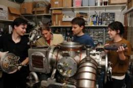 Physicists take new look at the atom