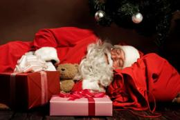 Santa Claus risks health by flying all night, sleep experts warn
