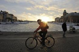 Stockholm tirelessly campaigns against residents using cars and even during the winter 19% of them bike or walk to work