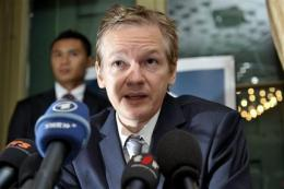 Swiss cut off bank account for WikiLeaks' Assange (AP)