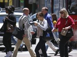 Tech firms aim to keep wayward walkers on path (AP)