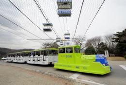 The Online Electric Vehicle (OLEV), towing three buses, went into service at an amusement park in southern Seoul
