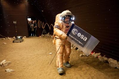 Volunteers begin virtual Mars 'space walk' (Images)